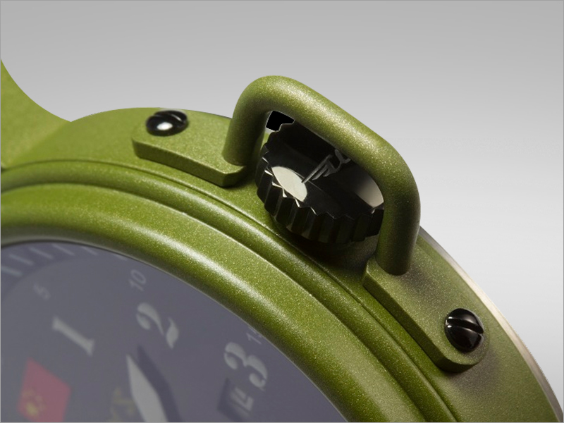 4d918550838 The watch s stainless steel back case is inspired by the Jeep s unusual  fuel tank cap